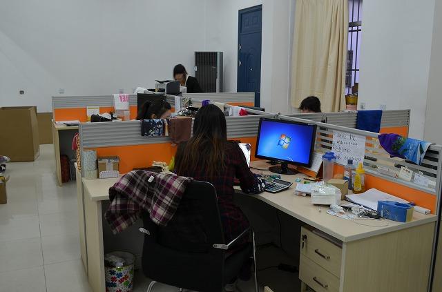 事務所2 スタッフは全員ダブルモニターです